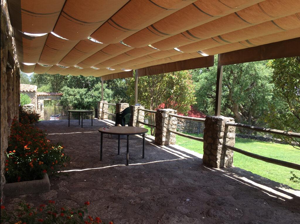 Terraza amueblada casa rural Virgen de la Cabeza